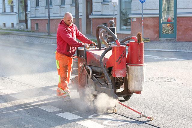 Rissesaniering im Straßenbau